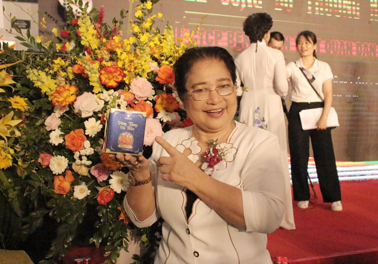 Nghệ sĩ Kim Xuyến là khách hàng của Quân dân 102 tin dùng Đông trùng hạ thảo Vietfarm