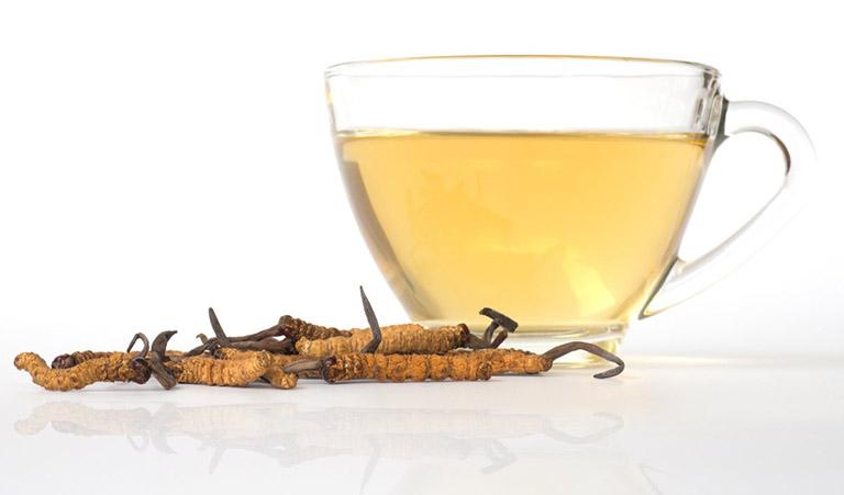 Hãm trà là cách sử dụng đông trùng hạ thảo khô phổ biến