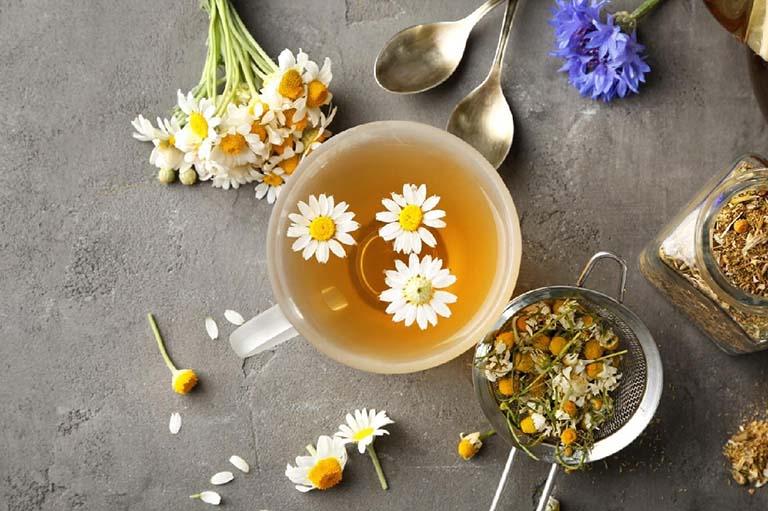 Sử dụng hoa cúc kết hợp trùng thảo trong pha trà tạo nên thành phẩm thơm ngon